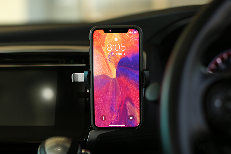 ROOT CO. カーマウントにiPhone Xをセット