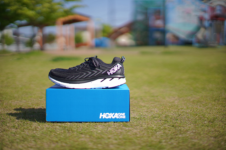 HOKA ONE ONE CLIFTON 4 スニーカーと箱