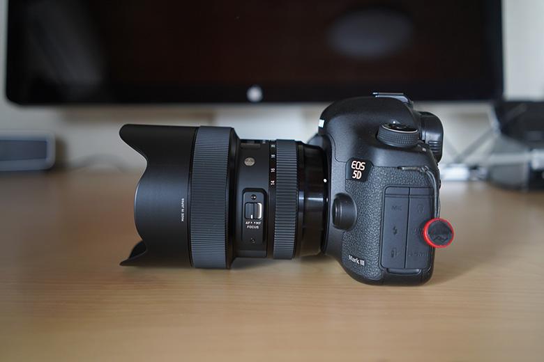SIGMA 14-24mm F2.8 DG HSM をCanon 5D mark3に取り付け 横から
