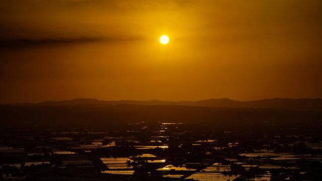 閑乗寺公園から見る砺波平野に映る夕日