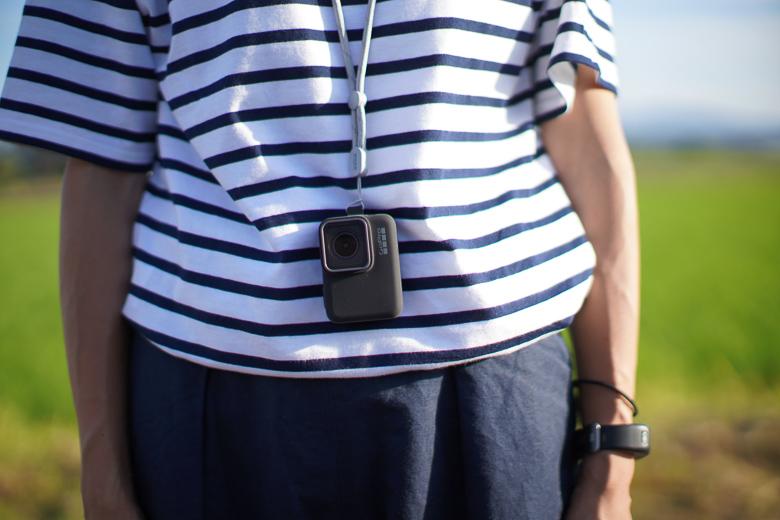GoPro Sleeve + Lanyard を使って首からぶら下げる。
