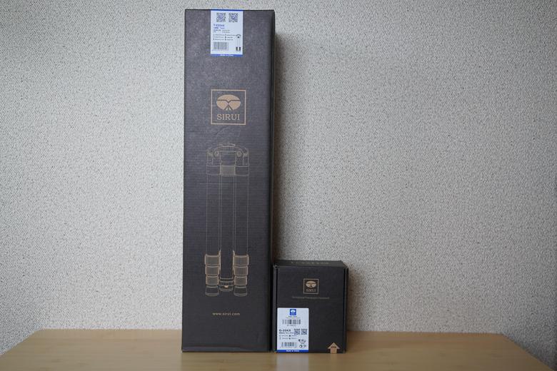 SIRUI 【4段三脚】 T-2204X 脚のみ カーボンと自由雲台 G-20X外箱