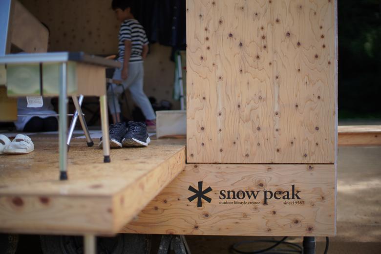 利賀国際キャンプ場 住箱 スノーピークロゴ