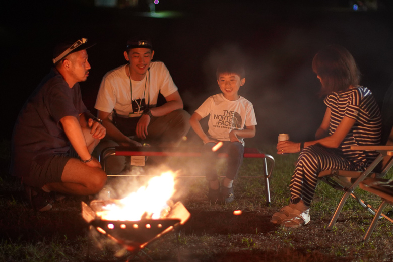 スノーピーク ヘッドクォーターズ キャンプフィールドで焚火