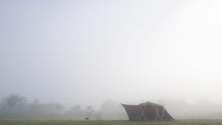 スノーピーク ヘッドクォーターズ キャンプフィールドの霧