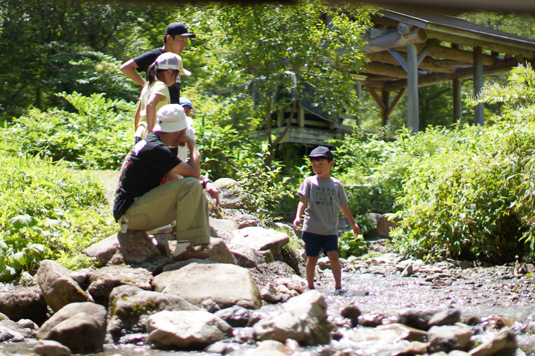 平湯キャンプ場で川遊び