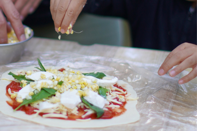 平湯キャンプ場でピザ作り