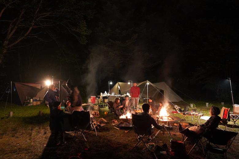 平湯キャンプ場で焚火