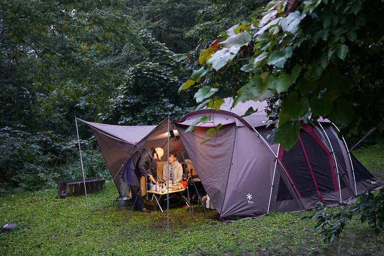 雨飾高原キャンプ場 雨キャンプ