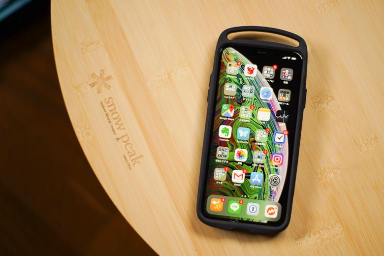 ROOT CO. iPhoneXS Max専用ケースを本体に取り付け