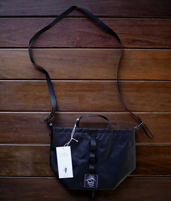 RawLow Mountain Works Tabitibi Tote X-PAC All Black 全体