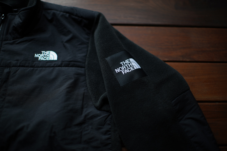 THE NORTH FACE デナリジャケット 袖野のロゴ