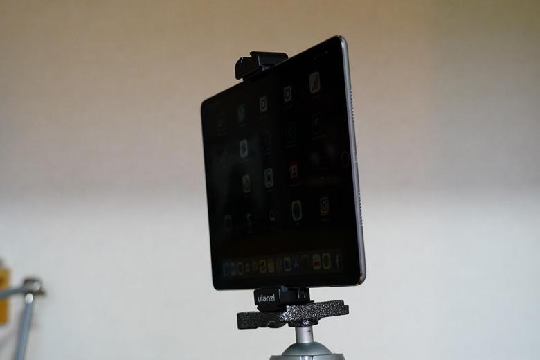 Ulanziのタブレット ホルダー にiPad Pro 10.5インチを三脚に取り付け