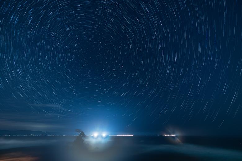 雨晴海岸の星の軌跡写真