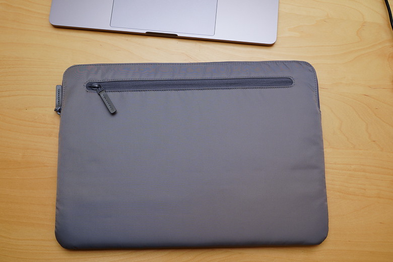 Incase 15インチCompact Sleeve in Flight Nylon for MacBook Pro