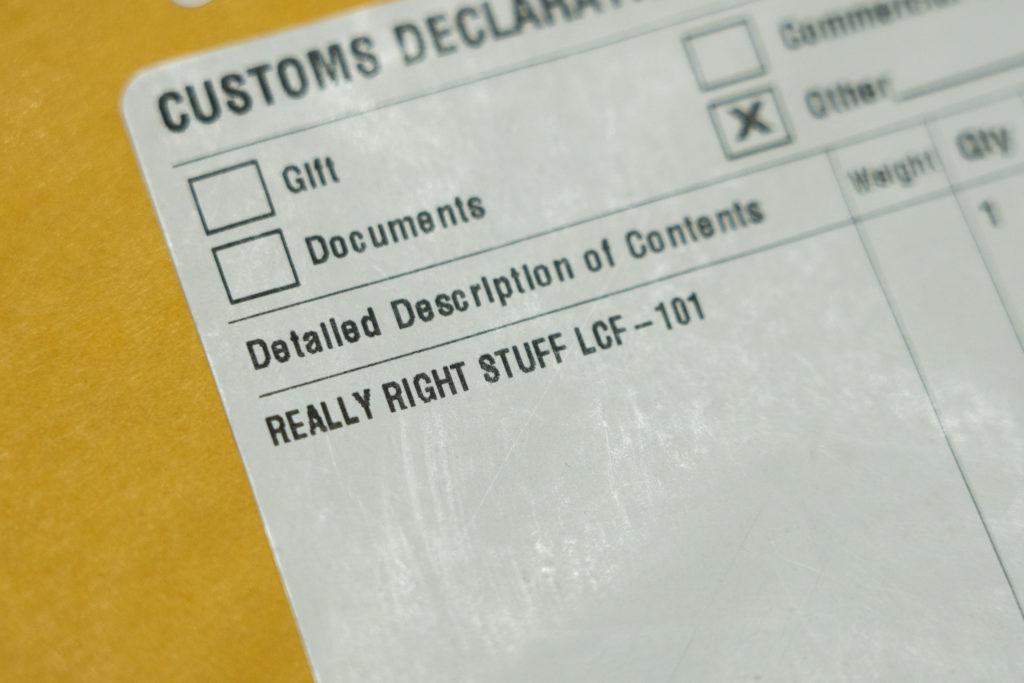 B&HでRRSの三脚座を購入した時に届いたパッケージ