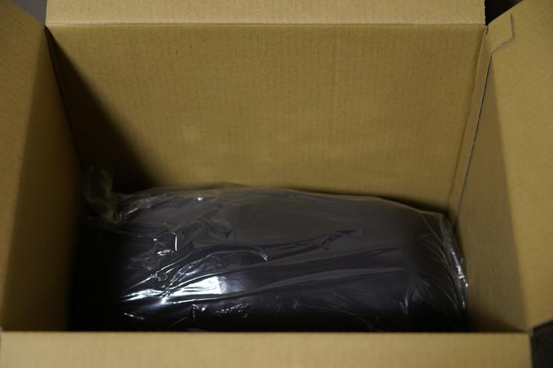 山渓×NANGA オーロラ600DX ロング オールブラック 梱包状況