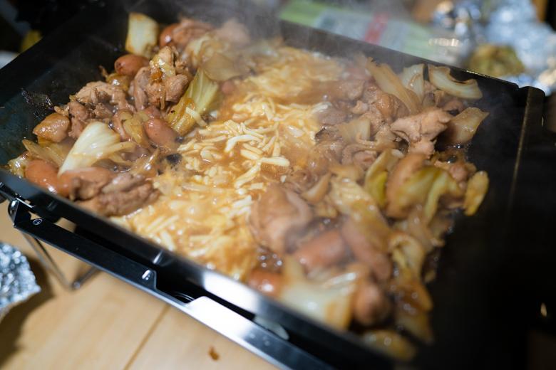 上和田緑地キャンプ場 夕食 チーズダッカルビ