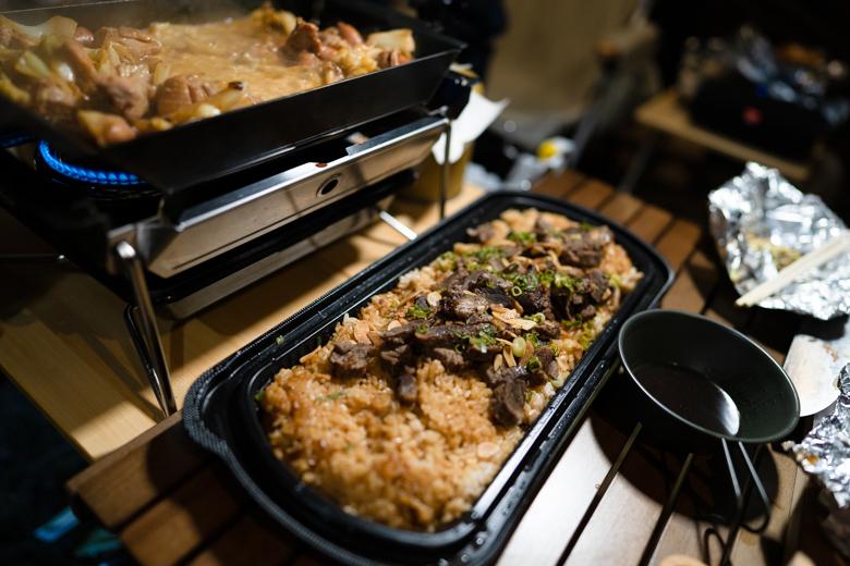 上和田緑地キャンプ場 夕食 コストコガーリックライス