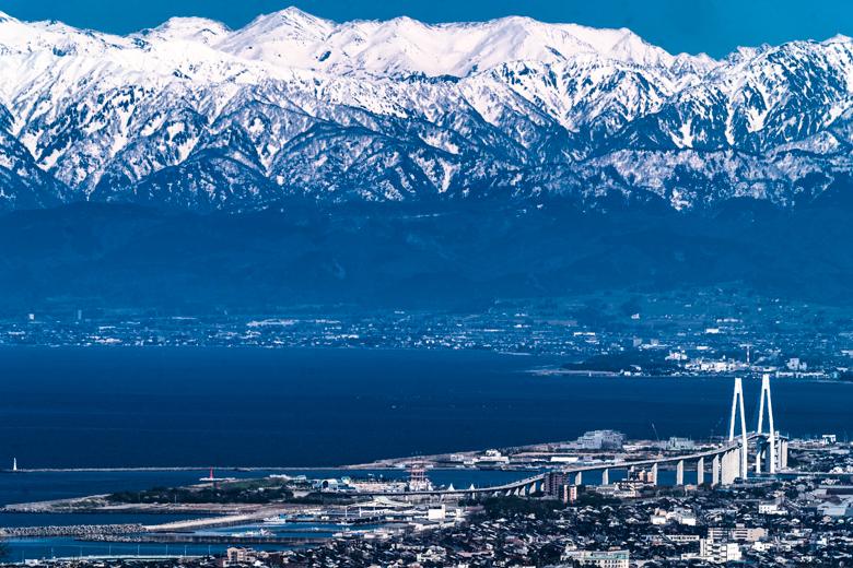 二上山から見た富山湾と立山連峰