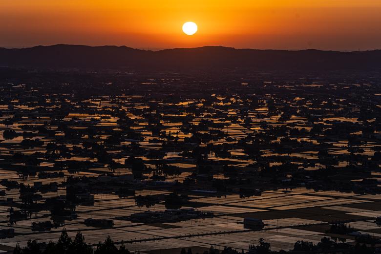 散居村と夕日