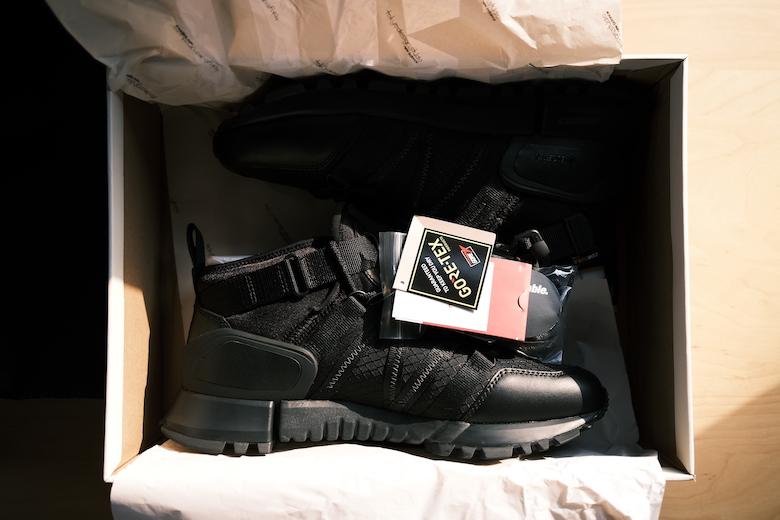 靴箱に入っているTDS × Snow Peak EXTREME SPEC R_C4 MID